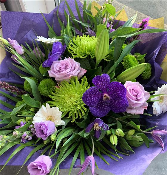 Lush & Lilac Bouquet In Water
